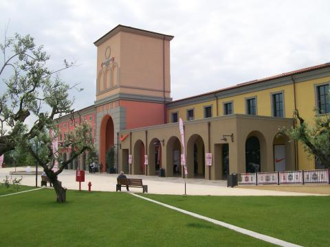 Citt sant 39 angelo fashionable outlet village for Outlet casalinghi milano