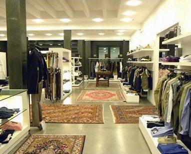 wholesale dealer 7e3fb 446f1 Fashion Street outlet, Bologna